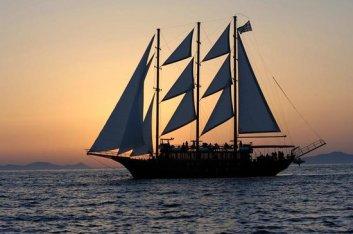 aphrodite-sailing-boat