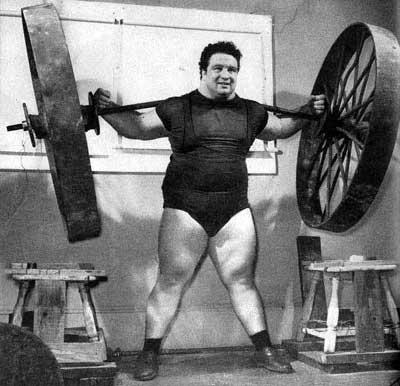 paul_anderson_durante_lo_squat_con_una_ruota_di_carro