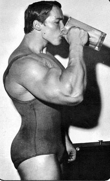arnold_schwarzenegger_protein_shake