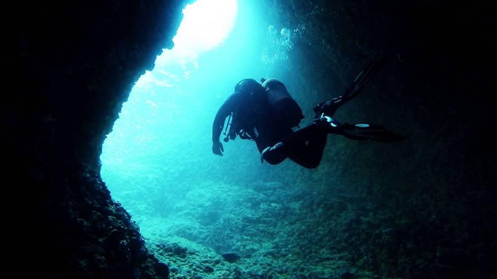 Cave diving 2.jpg